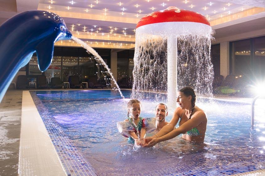 топли басейни хотел с басейни