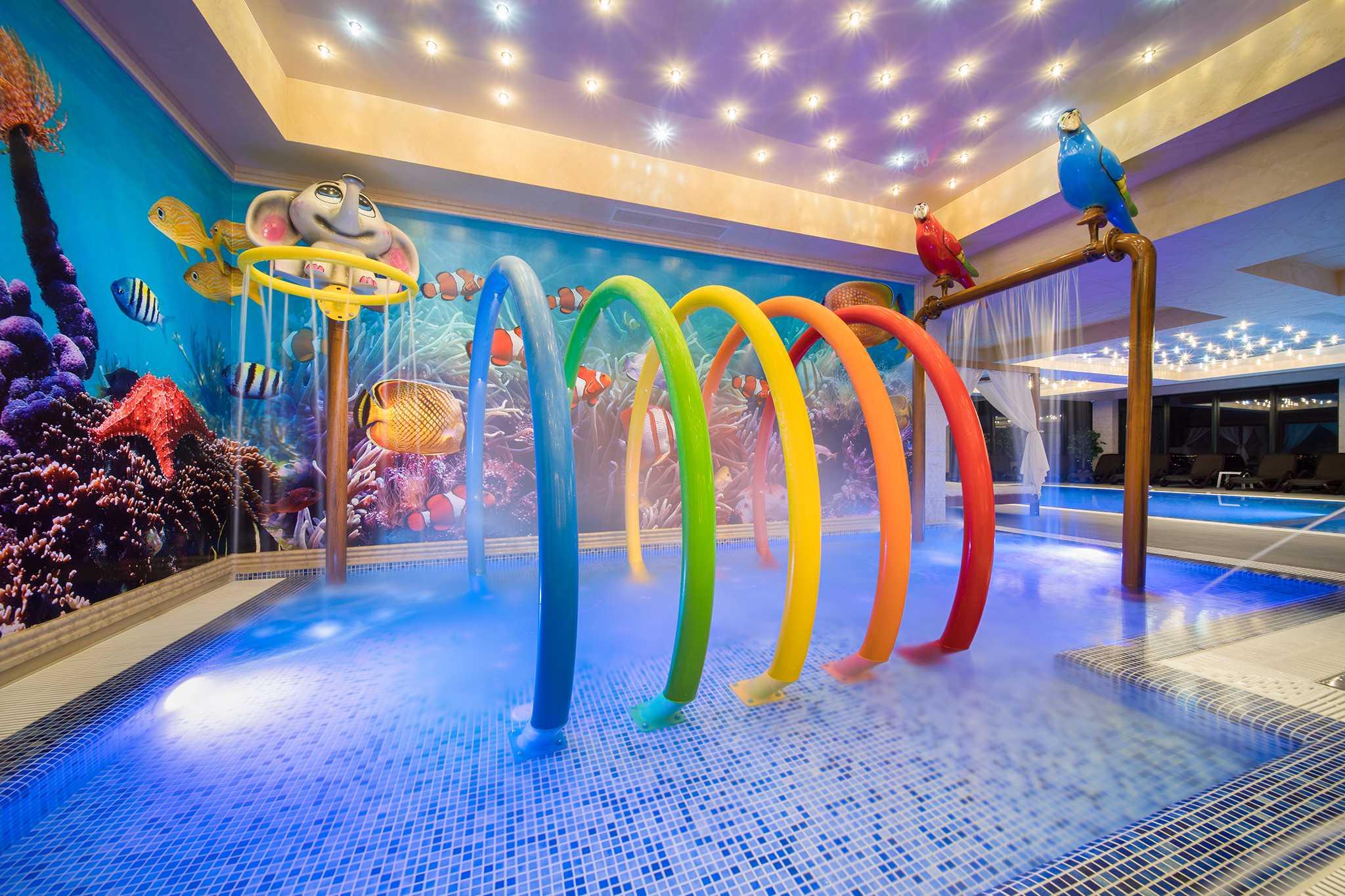 Детски-басейн-с-атракции
